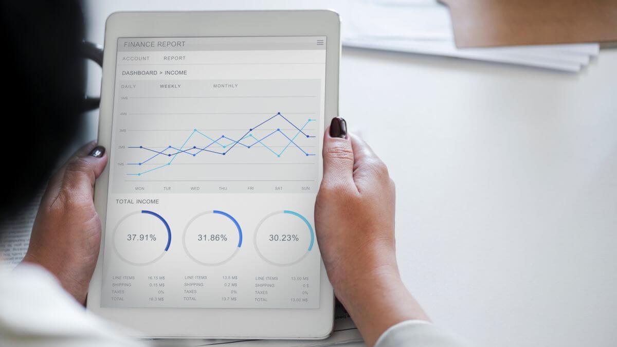 A fleet management app that helps business