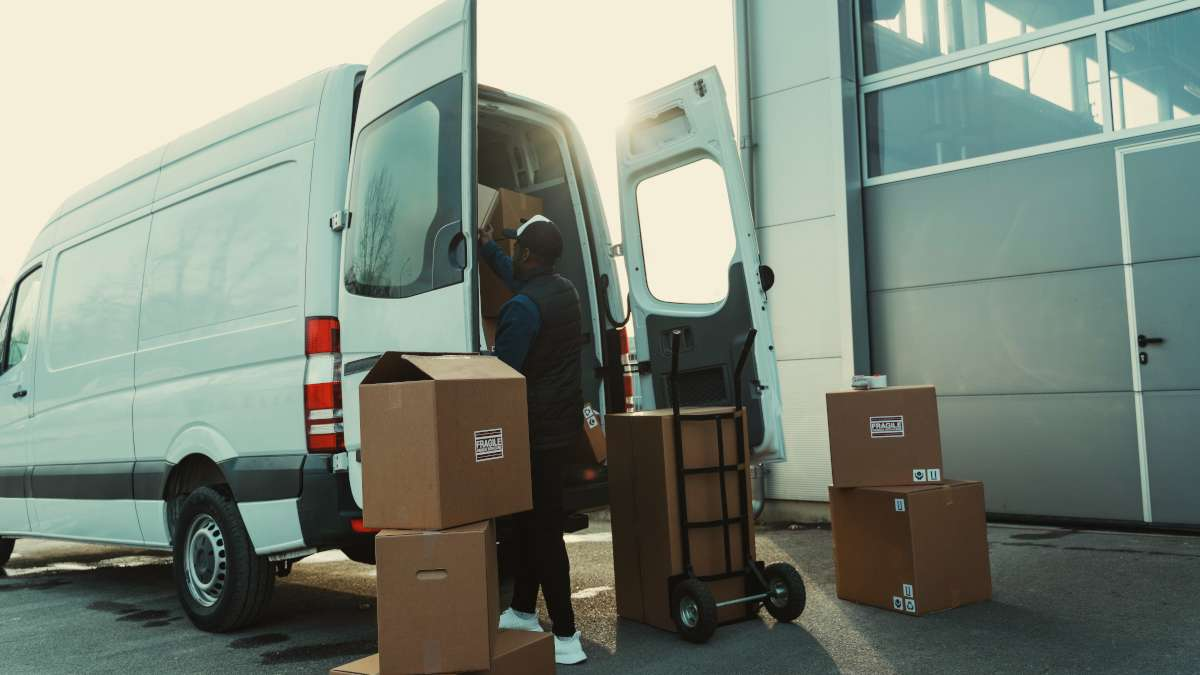 Vehicle tracking for last mile carriers and why it matters